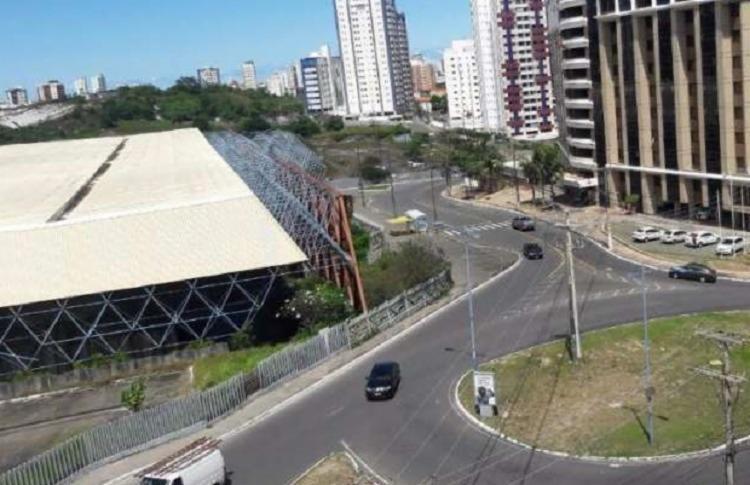 Acidente envolveu carro de passeio e ciclista, na Av. Professor Manoel Ribeiro, nas proximidades do antigo Centro de Convenções - Foto: Reprodução