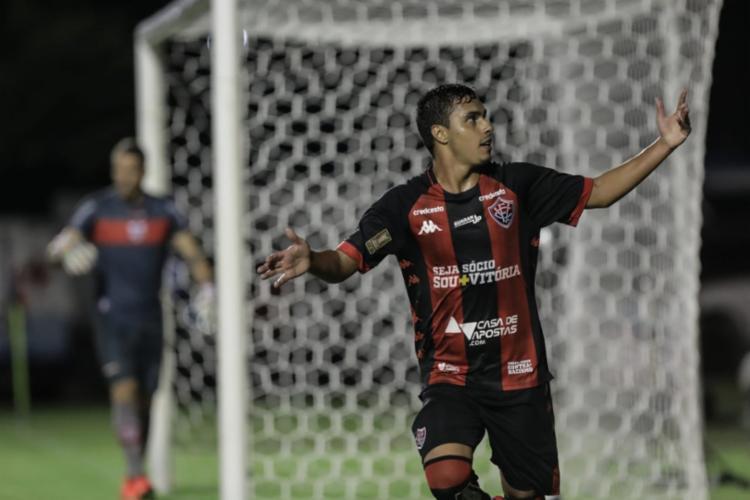 Alisson Farias marcou o gol que garantiu o triunfo do Leão | Foto: Uendel Galter | Ag. A TARDE - Foto: Uendel Galter | Ag. A TARDE
