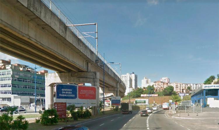 A situação ocorreu na região da avenida Mario Leal Ferreira, conhecida popularmente como avenida Bonocô   Foto: Reprodução   Google Street View - Foto: Reprodução   Google Street View