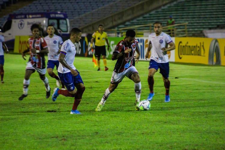 As péssimas condições do campo atrapalharam as equipes a desenvolverem um bom futebol   Foto: Victor Costa   River AC - Foto: Victor Costa   River AC
