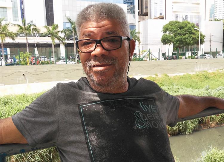 Aos risos seu Francisco diz que não aceita a gozação do lado rubro-negro | Foto: Filipe Ribeiro | Ag. A TARDE
