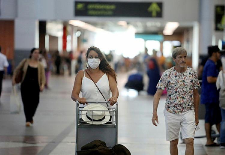 Brasileiros começam a utilizar máscaras   Felipe Iruatã   Ag A Tarde - Foto: Felipe Iruatã   Ag A Tarde