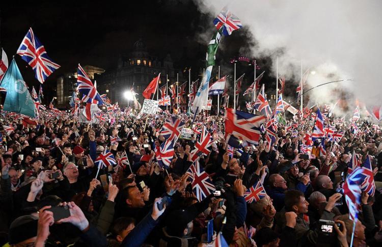 Foram 1.317 dias de espera; saída ocorre em meio a festas e protestos | Foto: Peter Nicholls | Reuters - Foto: Daniel Leal-Olivas | AFP