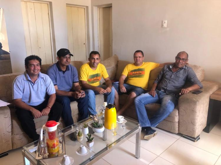 O prefeito Genário Rabelo afirmou que o reajuste salarial dos professores das escolas municipais de Canudos é mais uma medida que fortalece a educação no município. - Foto: Divulgação