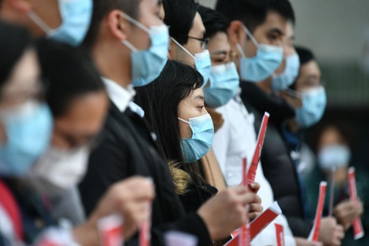 Até o momento, 425 pacientes morreram em 2.345 casos confirmados na China | Foto: Anthony Wallace | AFP - Foto: Anthony Wallace | AFP
