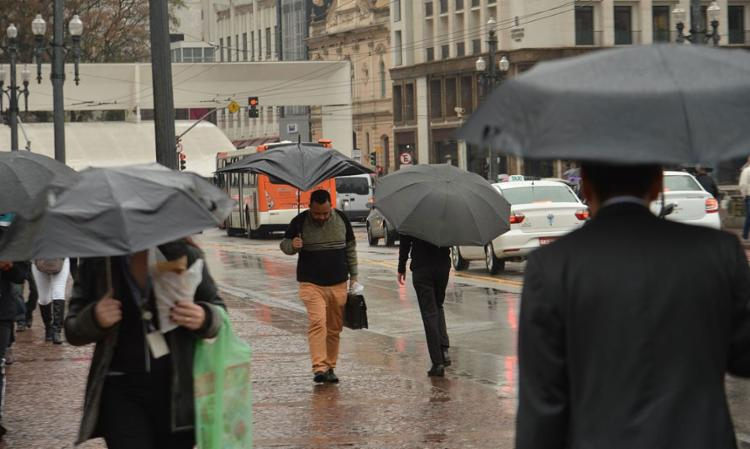 Caos na capital levou a cancelamento de aulas e suspensão do rodízio | Foto: Rovena Rosa | Agência Brasil - Foto: Rovena Rosa | Agência Brasil