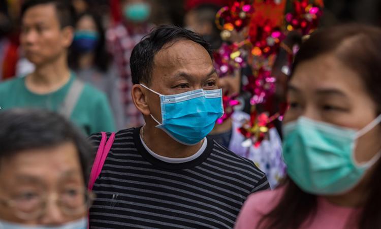 Ainda segundo as autoridades, mais de 17 mil pessoas já foram infectadas apenas na China continental   Foto: Dale De La Rey   AFP - Foto: Dale De La Rey   AFP