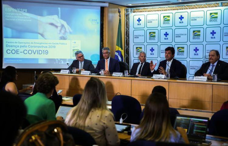 O ministro da Saúde, Luiz Henrique Mandetta, confirma em entrevista o primeiro caso de um brasileiro infectado pelo novo coronavírus   Foto: José Cruz   Agência Brasil - Foto: José Cruz   Agência Brasil
