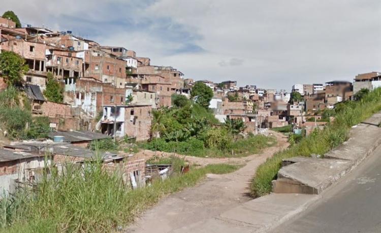 Caso aconteceu na rua Raul Gilardi, no bairro de Sussuarana   Reprodução   Google Street View - Foto: Reprodução   Google Street View