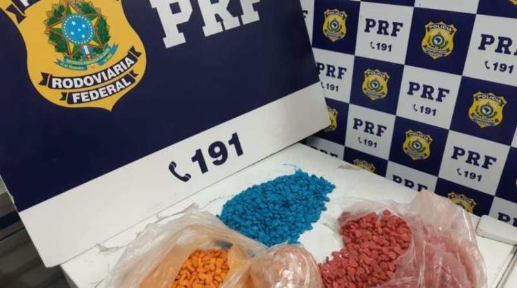 Além do ecstasy, também foi encontrado uma porção de cristais de MDMA | Foto: Divulgação | PRF - Foto: Divulgação | PRF