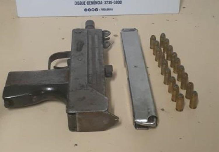 Uma metralhadora calibre 9 mm e 18 munições foram apreendidas na ação da Polícia Militar | Foto: Divulgação | SSP - Foto: Divulgação | SSP