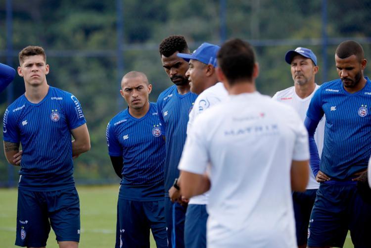 Técnico Roger Machado conversou com os atletas antes do treino desta segunda-feira, 10 | Foto: Felipe Oliveira | EC Bahia - Foto: Felipe Oliveira | EC Bahia
