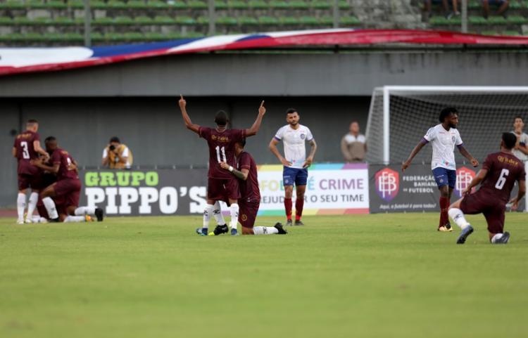 O Tricolor vinha administrando bem a partida, mas relaxou no fim e amargou o empate | Foto: Adilton Venegeroles | Ag. A TARDE - Foto: Adilton Venegeroles | Ag. A TARDE