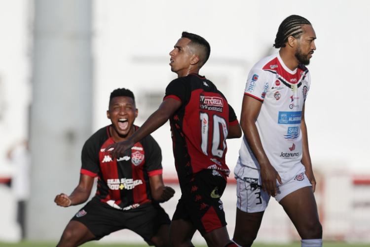O camisa 10 Geovani marcou o primeiro gol do Leão | Raul Spinassé | Ag. A TARDE - Foto: Raul Spinassé | Ag. A TARDE