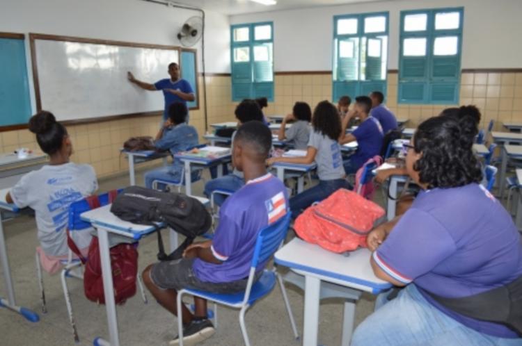 O programa contemplará com uma bolsa de R$ 200, por mês, de março a maio, estudantes do 9º ano do Ensino Fundamental e da 1ª a 3ª séries do Ensino Médio | Foto: Divulgação - Foto: Divulgação