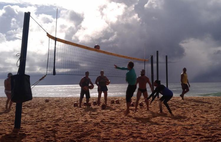 Para os praticantes, o vôlei de praia é mais que um esporte, é um estilo de vida   Fotos: Daniel Genonadio   Ag. A TARDE - Foto: Daniel Genonadio   Ag. A TARDE