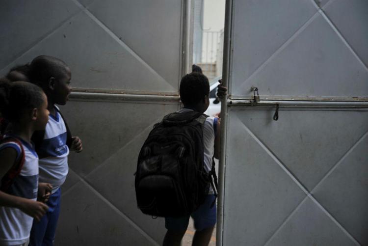 O ensino básico deve oferecer, no mínimo, 800 horas de aula neste ano | Foto: Felipe Iruatã | Ag. A TARDE - Foto: Felipe Iruatã | Ag. A TARDE