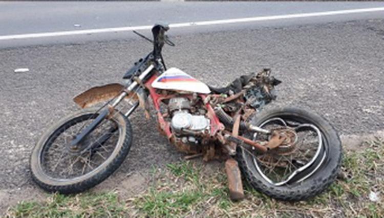 Três vítimas trafegavam na moto quando ocorreu o acidente | Foto: Reprodução | Blog do Netto Maravilha - Foto: Reprodução | Blog do Netto Maravilha