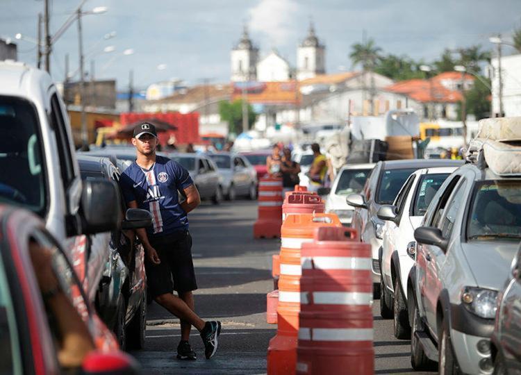 Motoristas e pedestres esperam por até 1h em filas nos Terminais | Foto: Raphael Müller | Ag. A TARDE - Foto: Raphael Müller | Ag. A TARDE