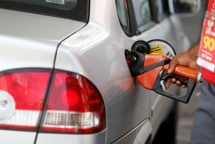 Em greve há 12 dias, os petroleiros promovem nessa quinta-feira, 13, uma ação para mostrar à sociedade que é possível vender o litro da gasolina a um preço justo | Foto: Joá Souza | Ag. A TARDE - Foto: Joá Souza | Ag. A TARDE