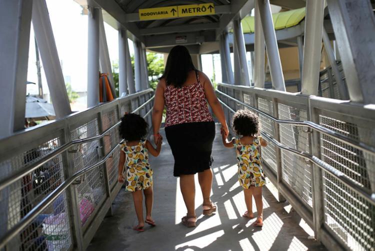 Sandra Weydee e as filhas foram ouvidas na tarde desta quinta-feira, 13, na Dercca   Foto: Raphael Muller   Ag. A TARDE - Foto: Raphael Muller   Ag. A TARDE