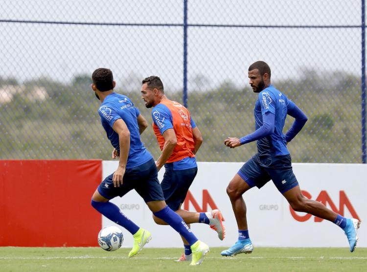 Gilberto, de colete laranja, fez gol no último jogo com o CSA | Foto: Felipe Oliveira | EC Bahia - Foto: Felipe Oliveira | EC Bahia