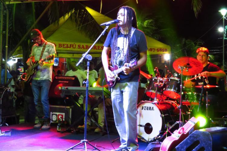 O multi-instrumentista baiano traz no repertório composições de sua autoria, músicas brasileiras e clássicos do blues. - Foto: Flávia Maciel_Divulgação