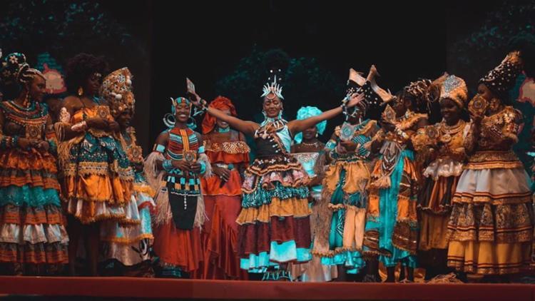 Senzala do Barro Preto foi preenchida por negros e negras que queriam enaltecer a beleza de mulheres negras   Foto: Gabriel Yjalade   Ilê Aiyê - Foto: Gabriel Yjalade   Ilê Aiyê