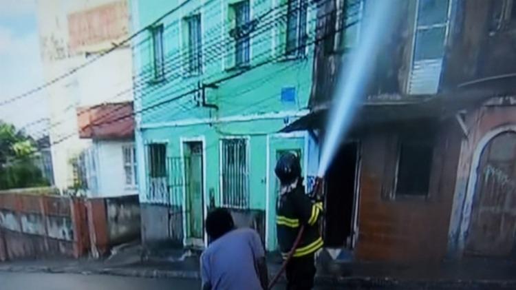 De acordo com vizinhos, imóvel estava condenado pela Codesal há três anos | Foto: Reprodução | TV Bahia - Foto: Reprodução | TV Bahia