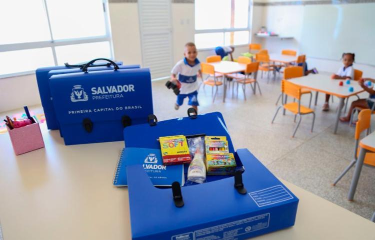 Cerca de 151.327 maletinhas com materiais estão sendo distribuídas | Foto: Divulgação - Foto: Divulgação