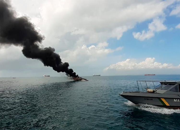 Único tripulante a bordo foi resgatado sem ferimentos - Foto: CPBA   Divulgação
