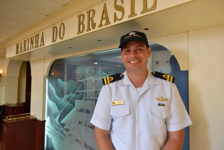 Capitão Tenente Enzo destaca a finalidade do navio | Foto: Shirley Stolze | Ag. A TARDE