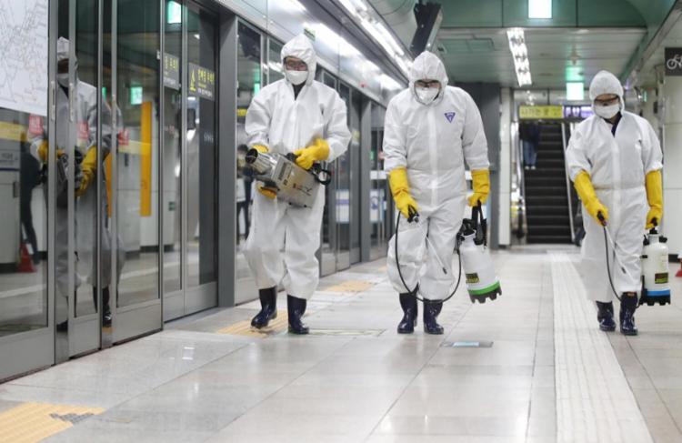 Embora a OMS tenha elevado o nível da ameaça internacionalmente, não considera uma pandemia | Foto: Yonhap | AFP - Foto: Yonhap | AFP