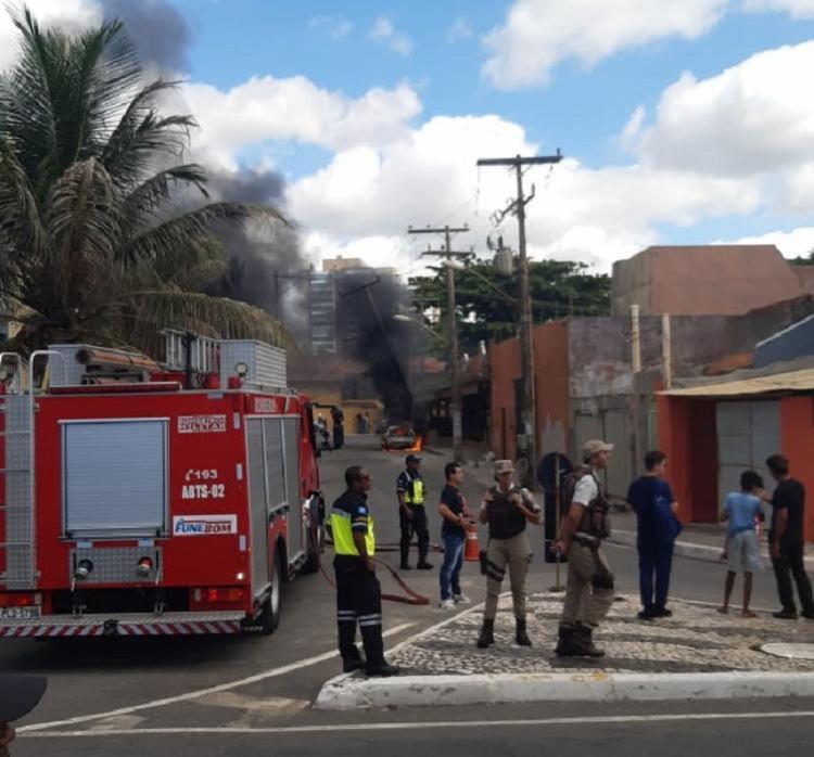 Carro ficou destruído | Foto: Cidadão Repórter | Via WhatsApp - Foto: Cidadão Repórter | Via WhatsApp