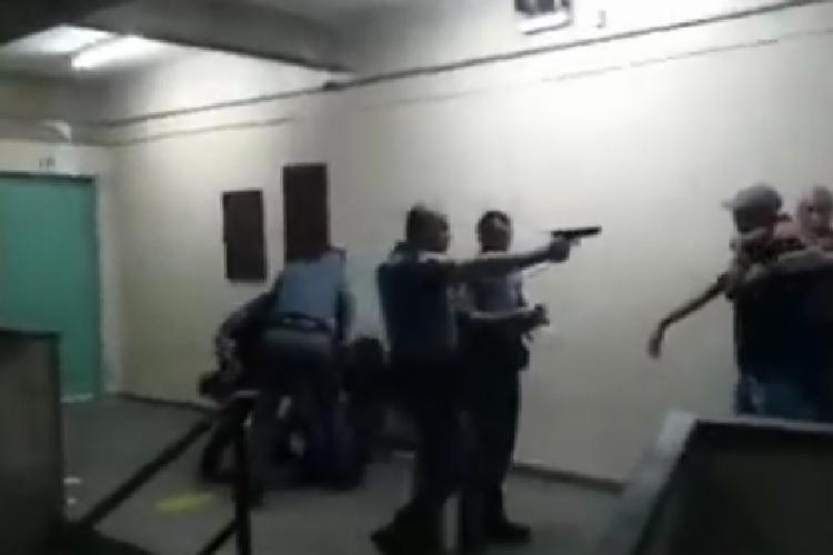 Ação foi registrada na Escola Estadual Emygdio de Barros | Foto: Reprodução | YouTube - Foto: Reprodução | YouTube