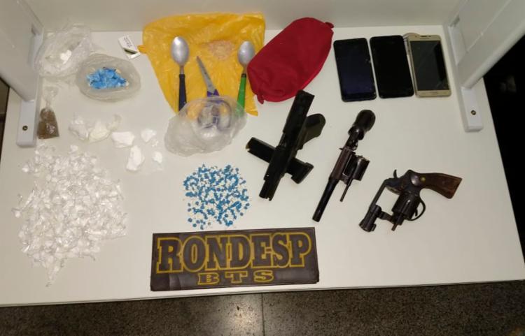 Armas e drogas foram apreendidas   Foto: Divulgação   SSP - Foto: Divulgação   SSP