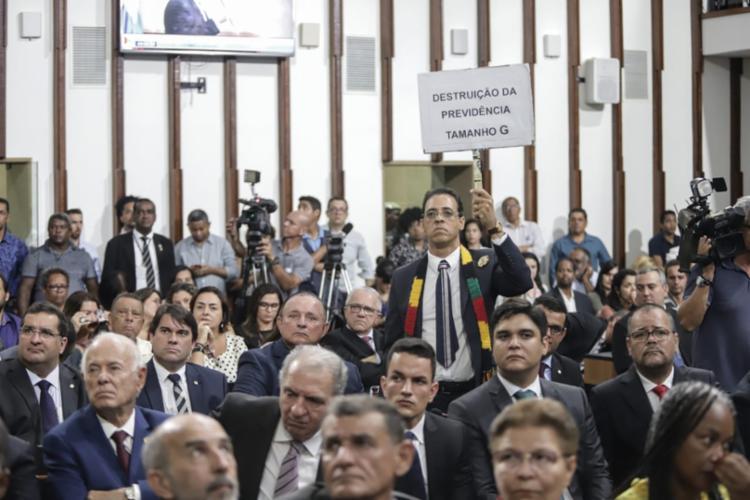 Psolista protestou contra as mudanças nas regras previdênciais   Foto: Uendel Galter   Ag. A TARDE - Foto: Uendel Galter   Ag. A TARDE