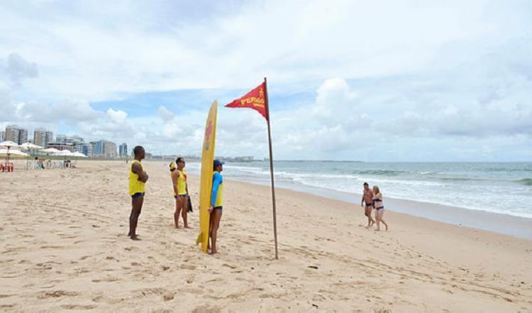Entre as praias que devem ser evitadas, estão: Boca do Rio, Patamares e Tubarão | Foto: Shirley Stolze | Ag. A TARDE - Foto: Shirley Stolze | Ag. A TARDE
