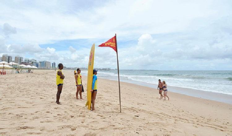 Além do fechamento das praias, segue em vigor o decreto que proíbe a venda de bebidas alcoólicas no período e o toque de recolher das 21 às 5h - Foto: Shirley Stolze | Ag. A TARDE