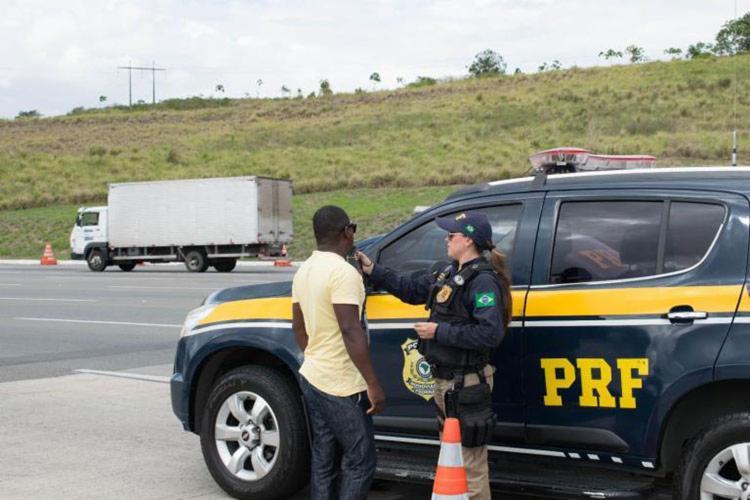 Principal infração registrada foi a direção sob influência de álcool | Foto: Divulgação | PRF-BA - Foto: Divulgação | PRF-BA