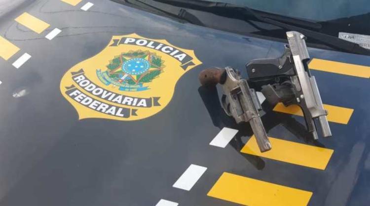 A dupla foi conduzida à Delegacia de Polícia Judiciária | Foto: Divulgação | PRF - Foto: Divulgação | PRF