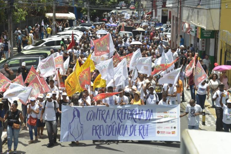 Protesto contra a PEC para o centro da cidade - Foto: Shirley Stolze | Ag. A TARDE
