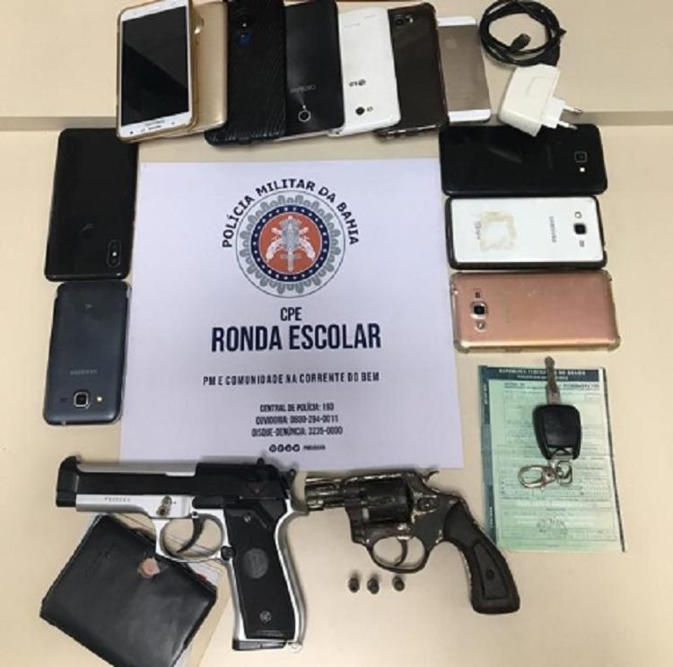 Também foram apreendidos um revólver calibre 32, um simulacro de arma de fogo e um veículo com restrição de roubo | Foto: Divulgação | SSP - Foto: Divulgação
