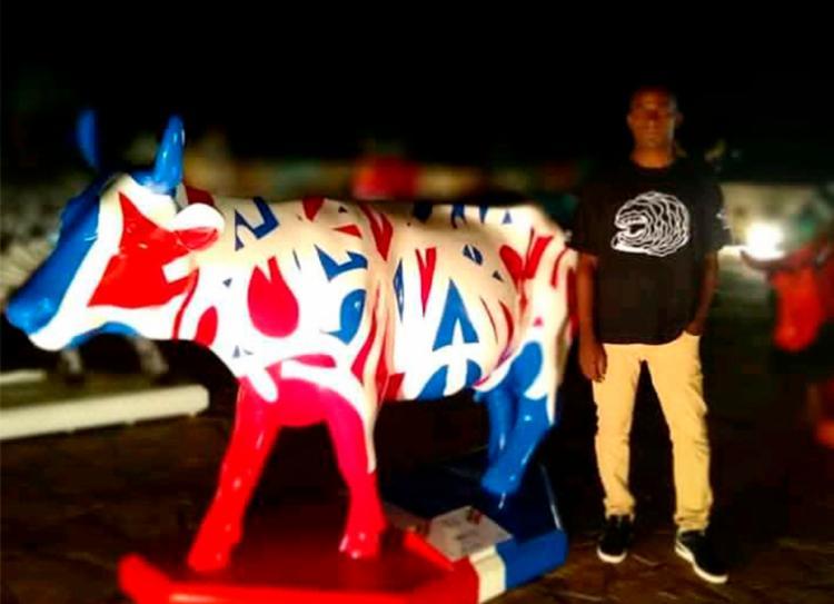 Scank assinou uma das vacas na exposição CowParade | Foto: Arquivo Pessoal | Reprodução