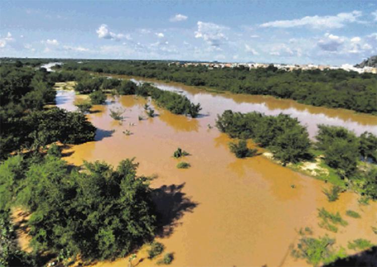 Em Bom Jesus da Lapa é possível ver o quanto o rio está largo correndo pela planície   Portal Notícias da Lapa   Divulgação - Foto: Portal Notícias da Lapa   Divulgação