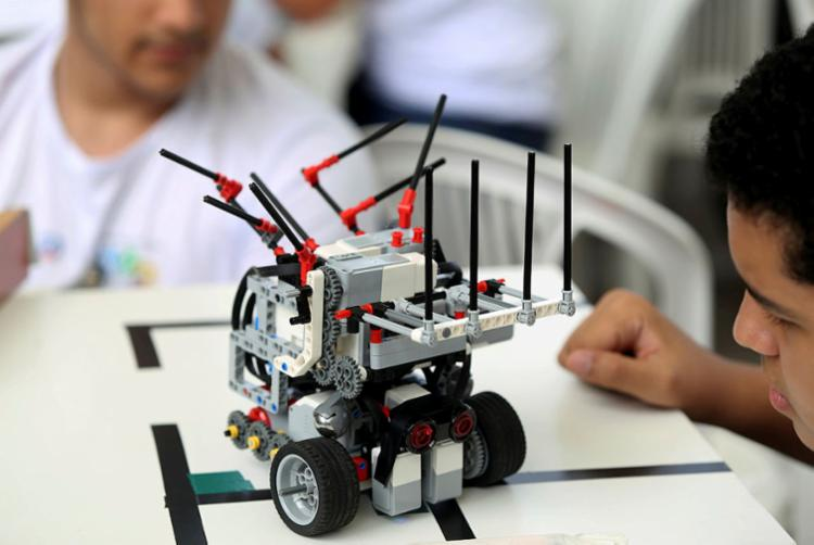 A competição inspira crianças e adolescentes a pensar como cientistas e engenheiros   Foto: Luciano Carcará   Ag. A TARDE - Foto: Luciano Carcará   Ag. A TARDE