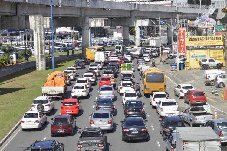 O engarrafamento influencia diretamente no acesso à avenida Bonocô pelo Dique do Tororó e pelo Vale de Nazaré | Foto: Shirley Stolze | Ag. A TARDE - Foto: Shirley Stolze | Ag. A TARDE