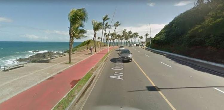Vazamento de água registrado na Avenida Oceânica, em Ondina - Foto: Google Street View