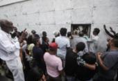Sob aplausos, cantor e compositor Riachão é sepultado em Salvador | Foto: