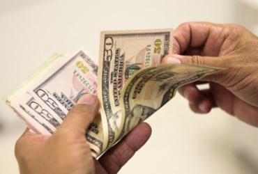 Dólar cai nesta sexta, mas fecha mês com alta de 2,17% | Marcello Casal Jr | Agência Brasil